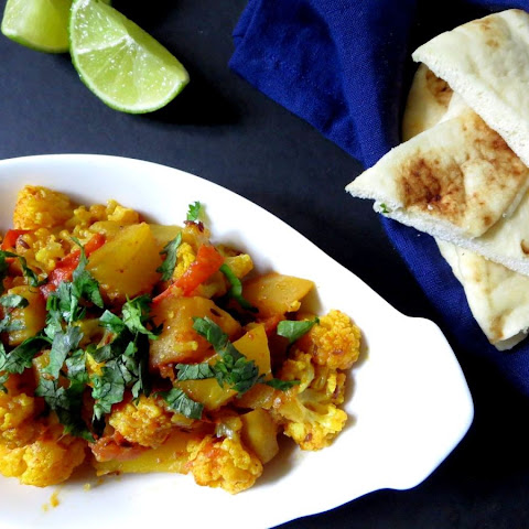 Aalu Gobi – Spicy Potato and Cauliflower Curry