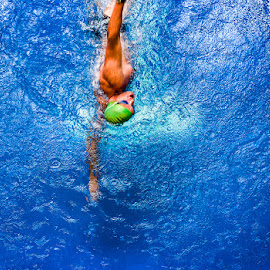 by Peter Primich - Sports & Fitness Swimming