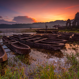 Cool Sunrise in Tamblingan by Gede Suyoga - Transportation Boats