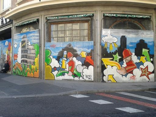 Graffiti En Esquina Gran Via