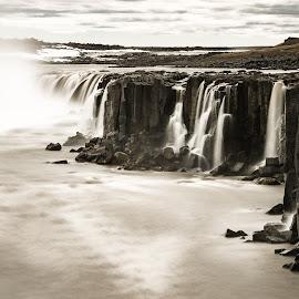 Dettifoss waterfall by Daniel Herrero García - Landscapes Waterscapes ( water, iceland, waterfall, long exposure, tripod,  )