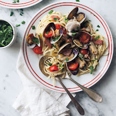 Linguine with Clams, Bacon and Tomatoes
