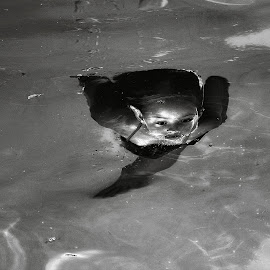 underwater baby by Magdalena Wysoczanska - Sports & Fitness Swimming ( water, b&w, girl, sport, swimming,  )