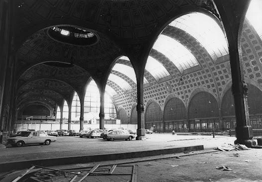 Mais que faire de cette coquille vide ? Il est envisagé de construire à la place de la gare des bureaux pour la Caisse des dépôts ou encore un centre administratif d'Air France… les idées se bousculent pour débarrasser le paysage de cette architecture indésirable.