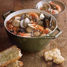 Cioppino with Toasted Baguette