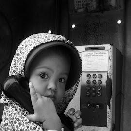 Ochi di telepon umum by Ronny Firmansyah - Babies & Children Babies