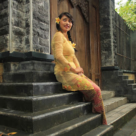 kebaya, traditional clothes of Indonesia by Ari Lebuan - People Fashion