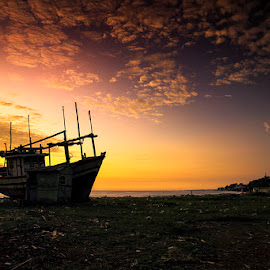 Di Indahnya Pagi Pantai Dadap by I Ketut  Sadia - Transportation Boats ( port, boats, traditional, sunrise, landscape )