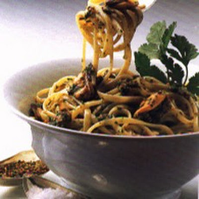 Linguine with Mussels and Walnut Parsley Pesto