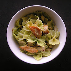 Farfalle (Bow Tie) Pasta With Chicken & Sun-Dried Tomatoes