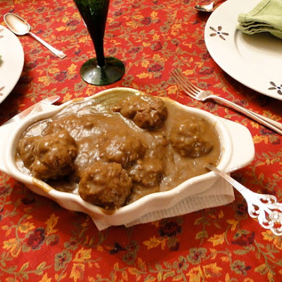 Mom's Norwegian Meatballs with Gravy (Kjøttkaker med brunsaus)