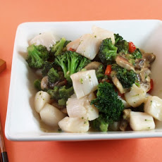 Garlicky Scallop Stir-Fry
