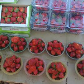 fresh juicy strawberries....... by Sudeshna Jain - Food & Drink Fruits & Vegetables