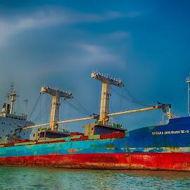 by Kembali Tetap Semangat - Transportation Boats ( rusak, dermaga, shipwreck, indonesia, kapal, dugalan, pelabuhan, tegal )