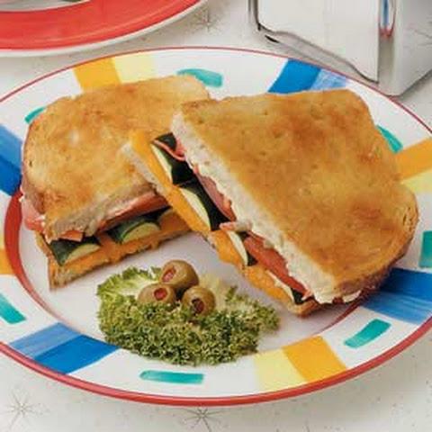 Golden Zucchini Sandwich Recept | Yummly