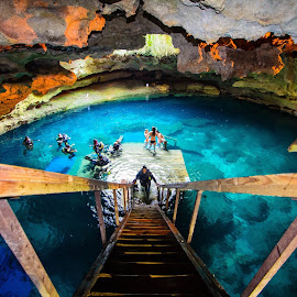 Diving Devil's Den by Robert O'Sullivan - Sports & Fitness Watersports