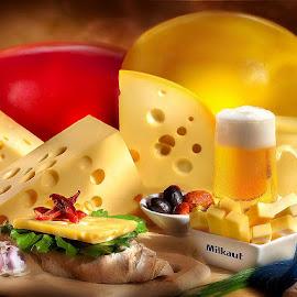 Bodegón de quesos by Gustavo Pomar - Food & Drink Meats & Cheeses ( bodegón, quesos, bruschetta, cerveza )