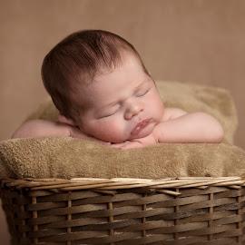 Arnau by Mònica Udina - Babies & Children Babies ( newborn photography, newborn shoot, family, baby boy, newborn )