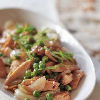 Stir-fried Chicken With Green Peas And Cashew Nuts