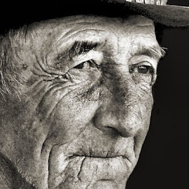 Tom McCorkle by Julie Dant - People Portraits of Men ( farmers, old, men's portraits, portraits of old men, old man, elderly, weathered faces, old farmers )