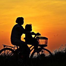child on bike by Yudi Dhaniwanto - Babies & Children Children Candids ( childs )