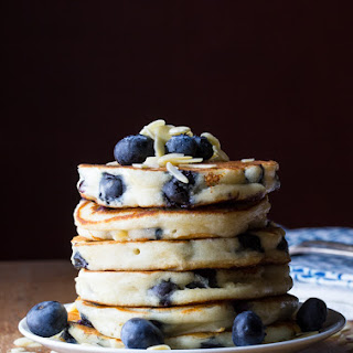 EXTRA FLUFFY BLUEBERRY ALMOND PANCAKES