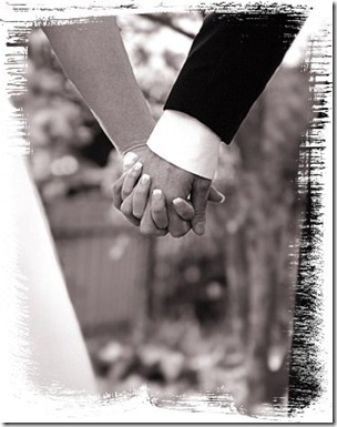 887Holding_Hands