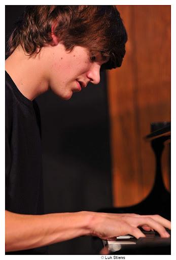 Bram De Looze (studying Jazz at Lemmens Institute, First Bachelor, at Ron van Rossum)