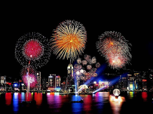 http://lh4.ggpht.com/_-YrrsbWMUiA/R8TCXO3r4_I/AAAAAAAAAEM/8bBzjLhAHj0/new-year-fireworks-hong-kongb.jpg