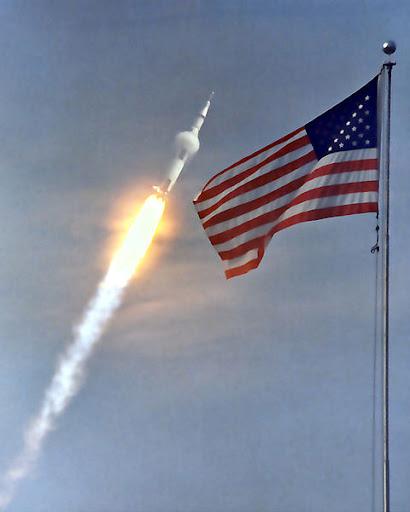 Apollo_11_launch.jpg