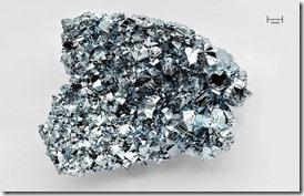 800px-Osmium_crystals