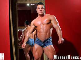 Enzo Pileri - Muscle Hunk from MuscleHunks.com