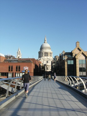 241010_004_London_St_Pauls_Millenium_Bridge_View
