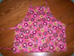 girls apron 1