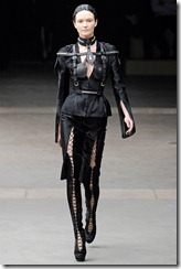 Alexander McQueen RTW Fall 2011 Runway Photos 14