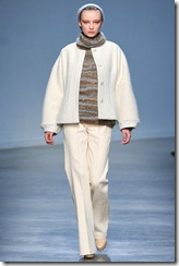 Vanessa Bruno Ready-To-Wear Fall 2011 Runway Photo 5