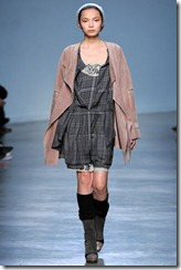 Vanessa Bruno Ready-To-Wear Fall 2011 Runway Photo 18