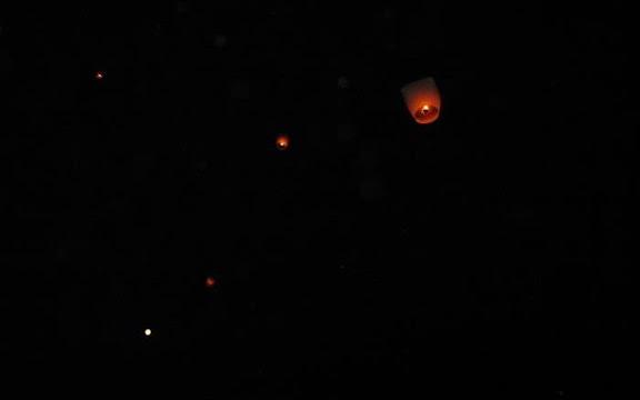 天燈和滿月