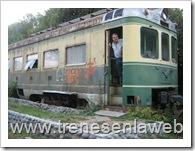 foto12: Don Hugo en la entrada de la cabina. notese a los pies la obra gruesa del futuro anden