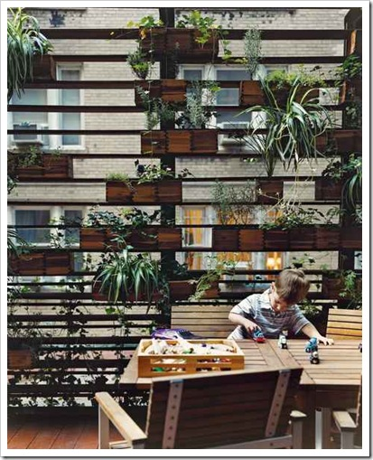 zizmor-house-exterior-plant-wall-portrait