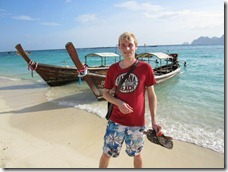 Ko Phi Phi: Me in front of a long tail boat at Long Beach