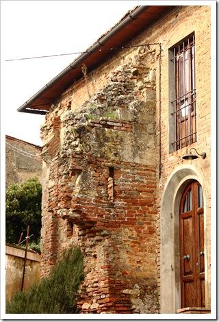 toiano antiche mura