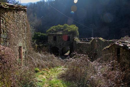 Fabbriche di valico, villaggio abbandonato