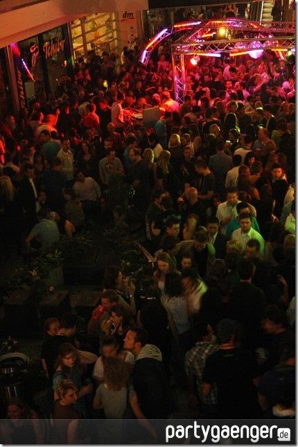 muenchen-tanzt-bayerns-groesste-party-olympia-im-lympia-einkaufszentrumCAS1TLUY