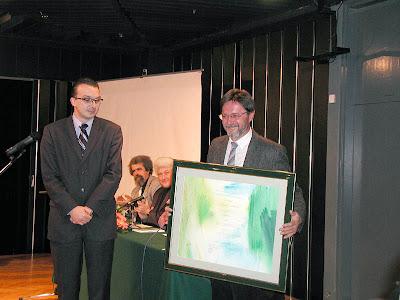 Ivica Smolec s diplomom za osvojenu književnu nagradu 'Albatros'