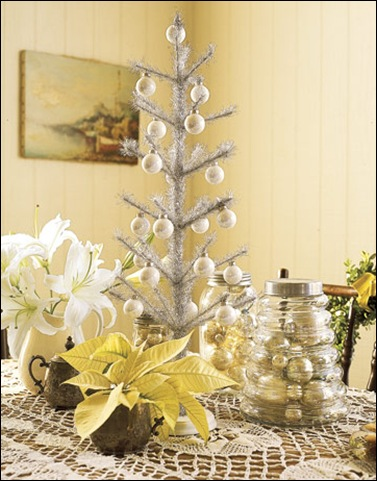 tinsel-tree-setting
