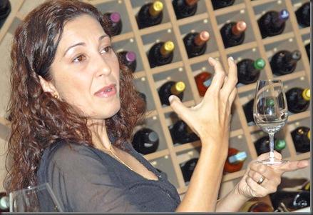 Josi Pieri invoca os deuses do Vinho (Crédito: Fábio Alexandre)