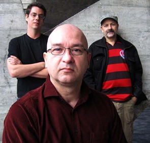Herbert Vianna com os diretores Roberto Berliner e Pedro Bronz (Crédito: Divulgação)