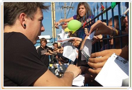 Centenas de fãs marcaram presença na Clip FM (Crédito: Fábio Alexandre)
