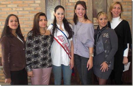 Gabriela Tavares, Juliana Felizatti e patrocinadoras do evento (Crédito: Divulgação)